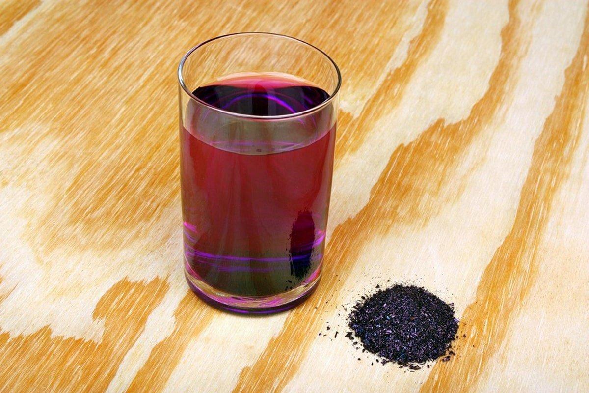 раствор марганцовки в стакане