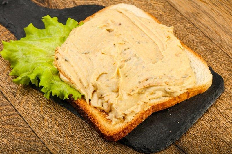 бутерброд с хумусом