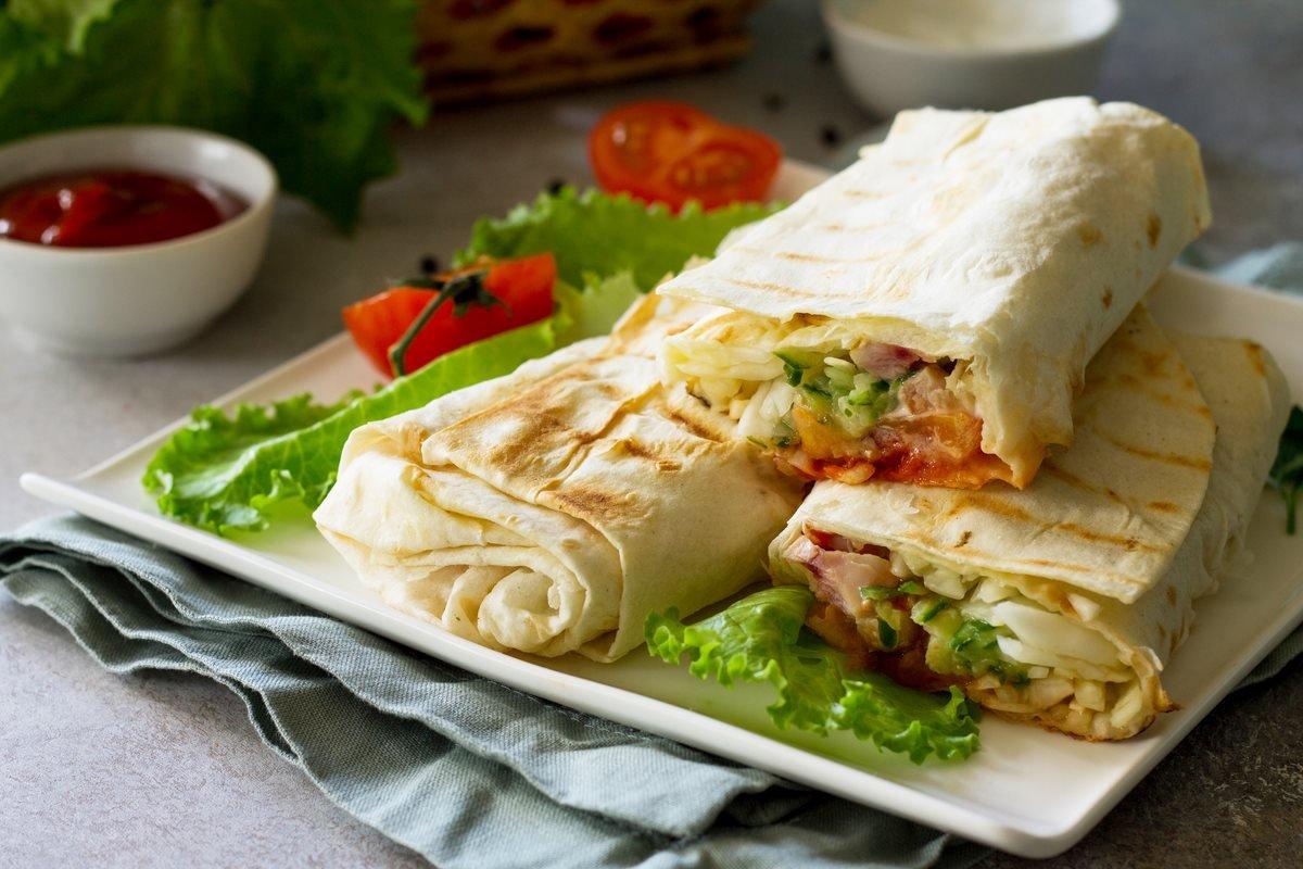 https://ua.depositphotos.com/196411176/stock-photo-shaurma-shaurma-doner-meat-vegetables.html