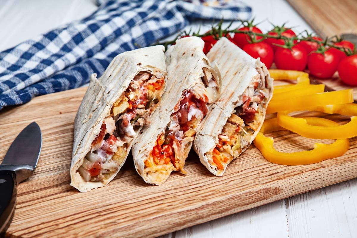 https://ua.depositphotos.com/133867254/stock-photo-shawarma-chicken-in-thin-pita.html