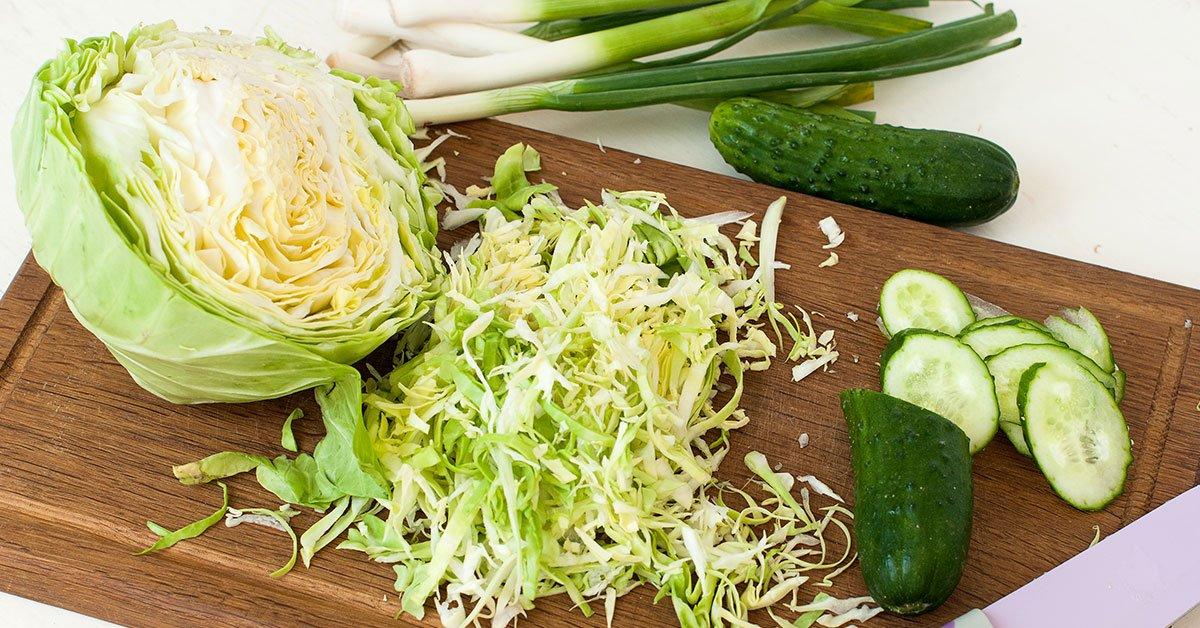 салат из молодой капусты