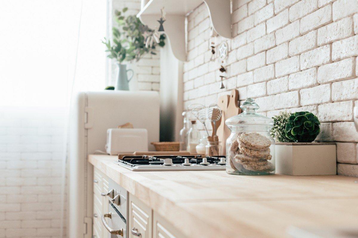 красивая кухня в частном доме