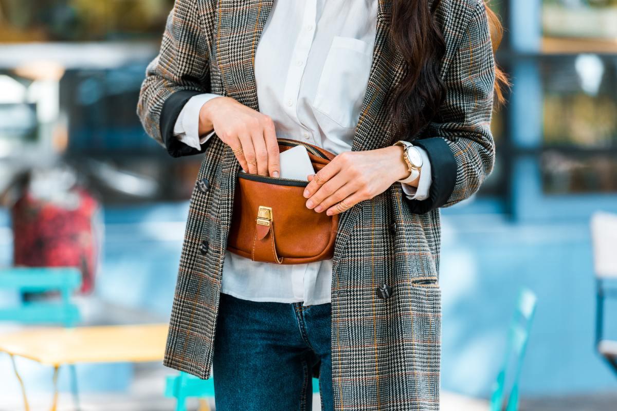 сумка на пояс женская