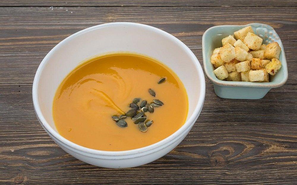суп с тыквой и сухариками