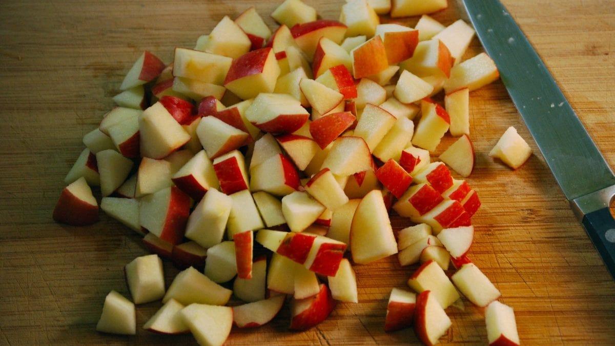 порезанные кубиком яблоки